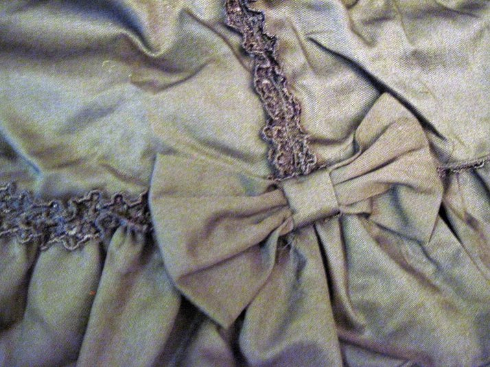 Fabric bows and ruched lace